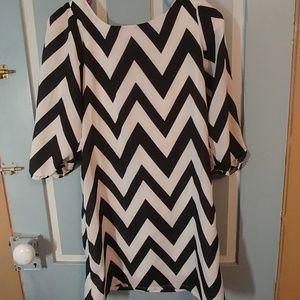 Girls black and,white zig zag dress